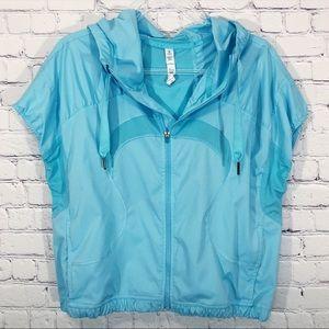 LULULEMON | light blue short sleeve running jacket